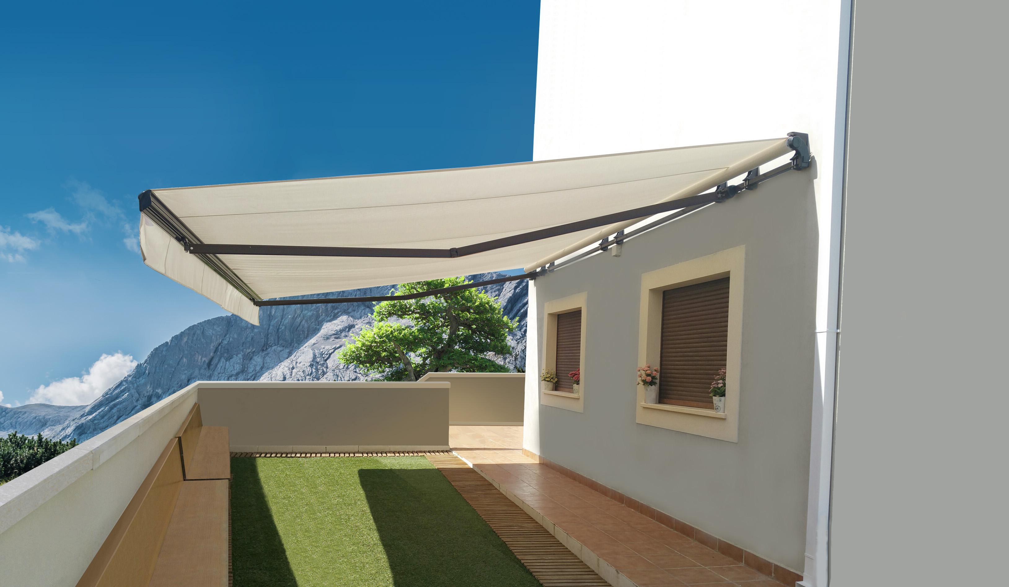 Auvent rétractable Brasilia Athena sur mur bleu
